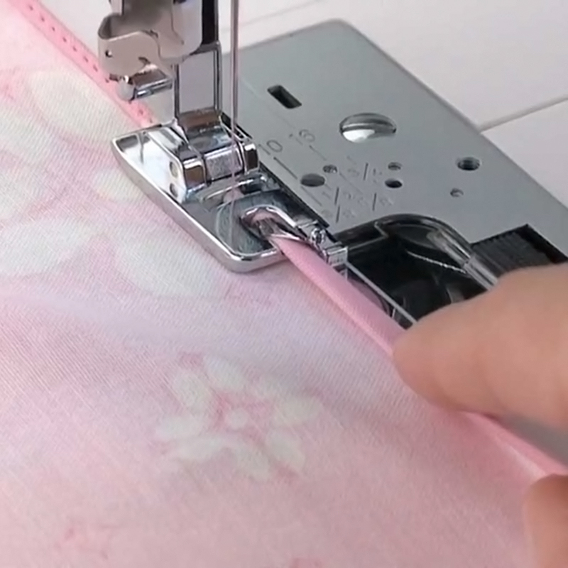 hemming foot for sewing machine