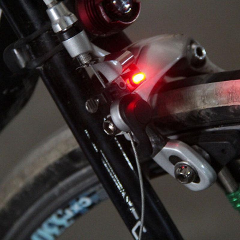 neu fahrrad bremslicht r cklicht led f r rennrad mountenbike beleuchtung schwarz. Black Bedroom Furniture Sets. Home Design Ideas